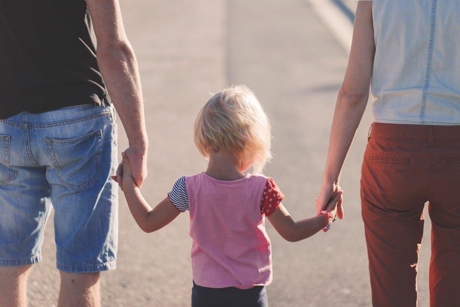 Alternativen deinem Kind nein zu sagen Kommunikation gemeinsam Hand in Hand Eltern Kind nein sagen Grenzen setzen