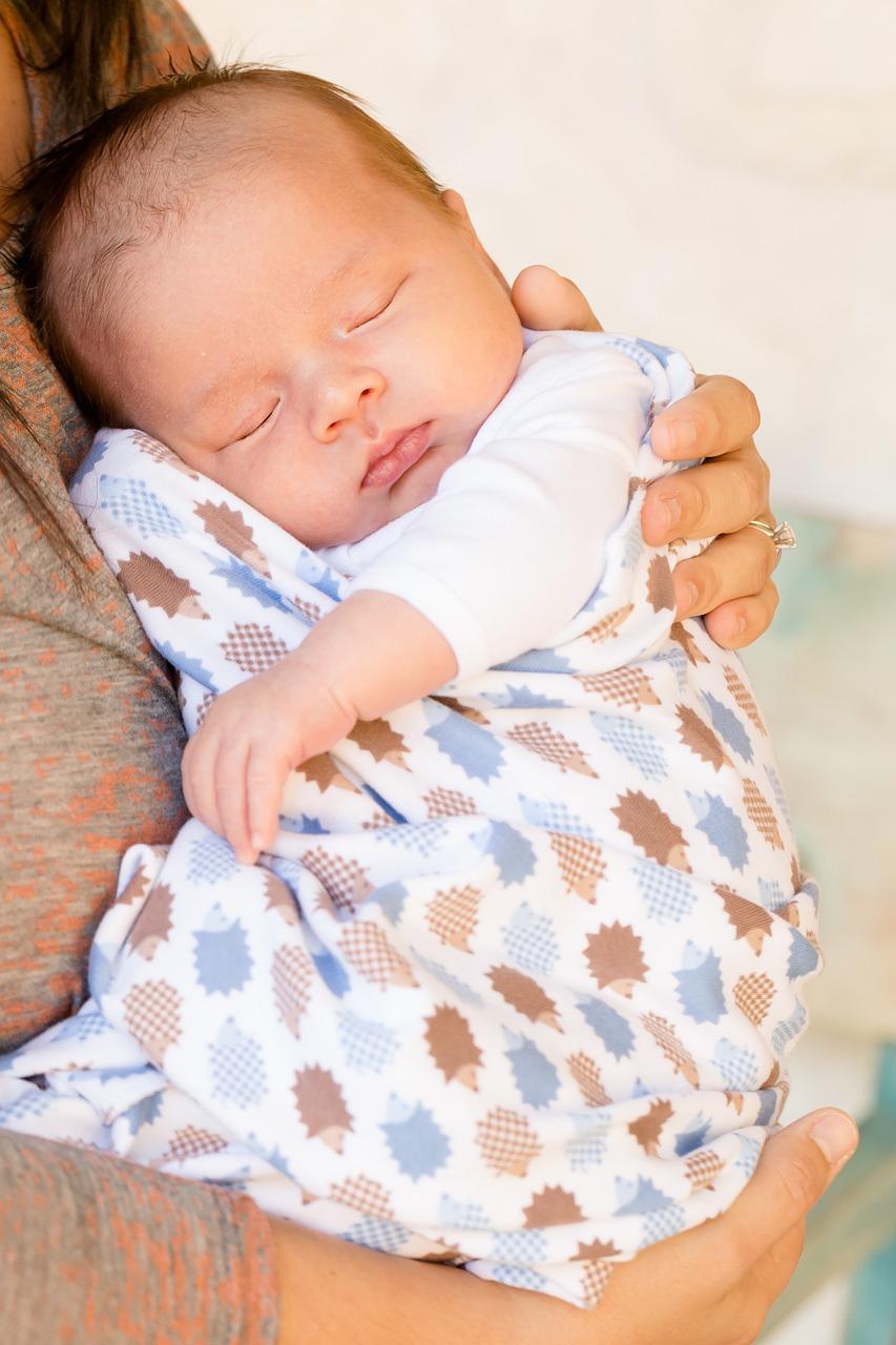 Baby Tragetuch schlafen Mutter geborgen WindelFREI